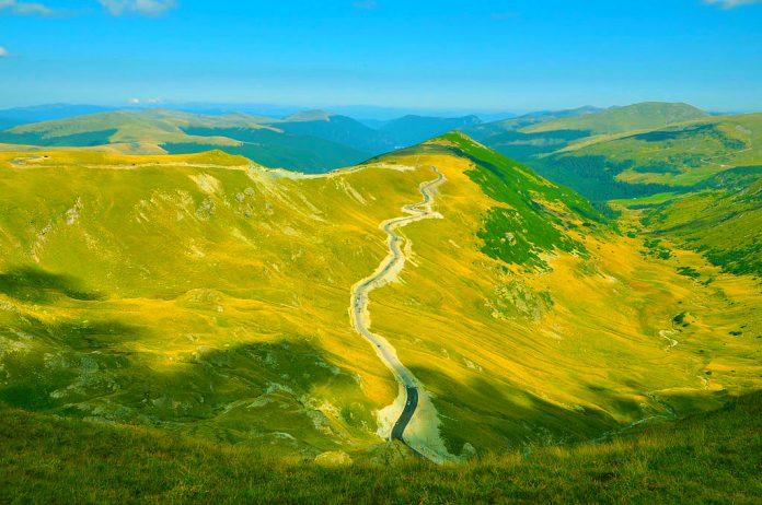 Transalpina, unul dintre cele mai frumoase drumuri montane din România FOTO: Saturnian/Wikimedia Commons