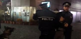 Jurnalistul a filmat cum doi agenți au reținut un bărbat în Centrul Istoric, iar apoi a fost pedepsit pentru asta
