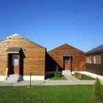 Căsuțe din lemn din centrul social