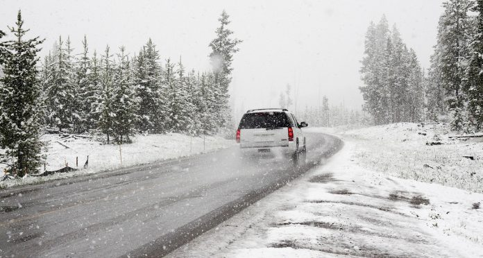 mașină iarna