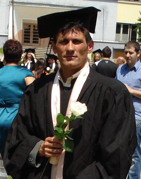 În 2011, fostul primar a terminat facultatea Foto: Facebook