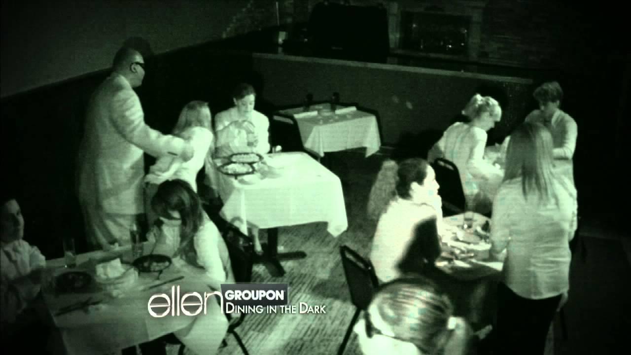 Restaurant pe întuneric