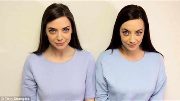 Prezentatoarea Tv, dreapta și sosia ei Foto: Facebook Twin Strangers