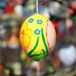 Most-beautiful-Easter-tree.-Decorated-with-1000-eggs.-__880