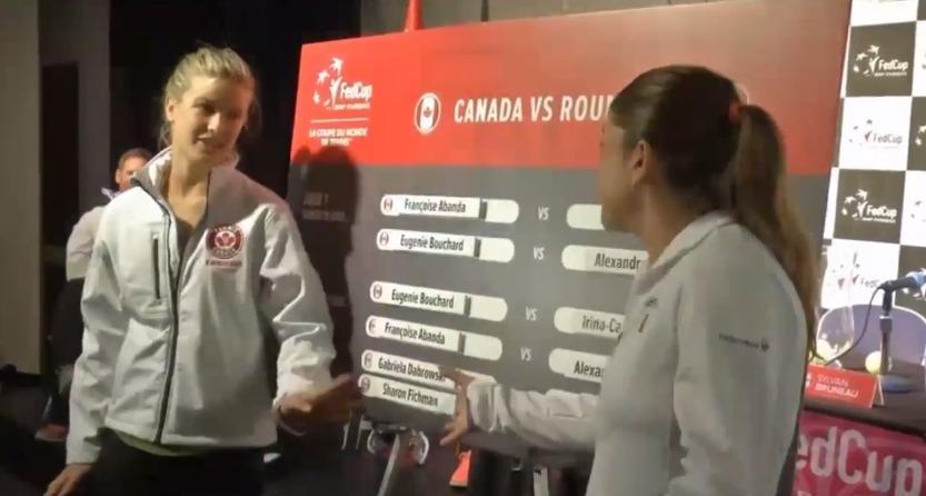 Eugenie Bouchard, stânga, n-a vrut să îi ureze succes româncei Alexandra Dulgheru înaintea duelului din Fed Cup