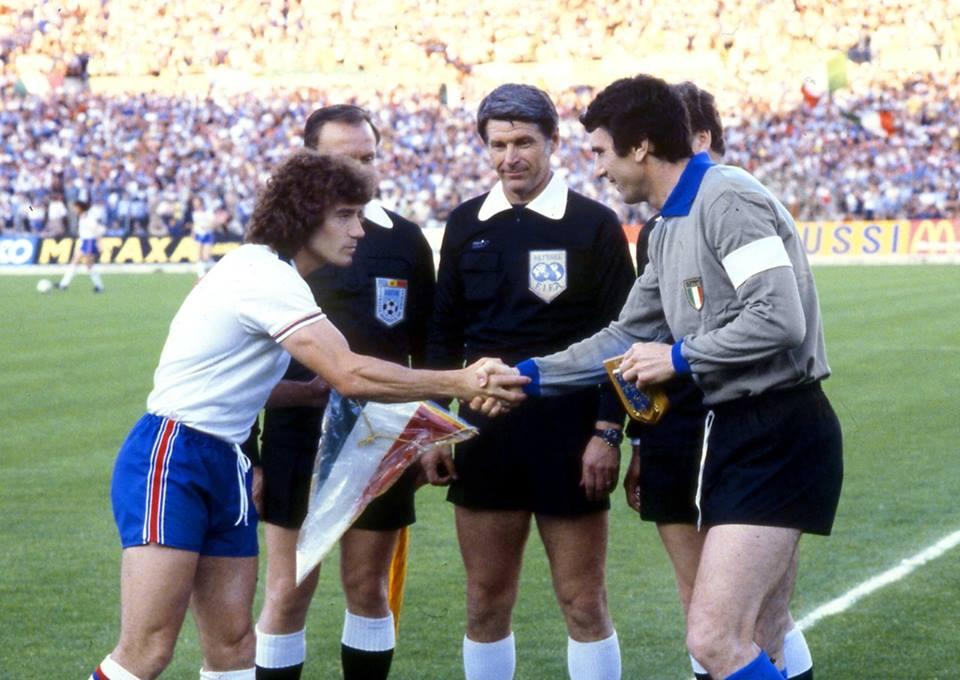Nicolae Rainea, între Kevin Keegan și Dino Zoff, căpitanii Angliei și Italiei (wikipedia.org)