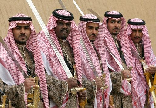 Săbiile sunt încă extrem de populare în Arabia Saudită (White House Archives)
