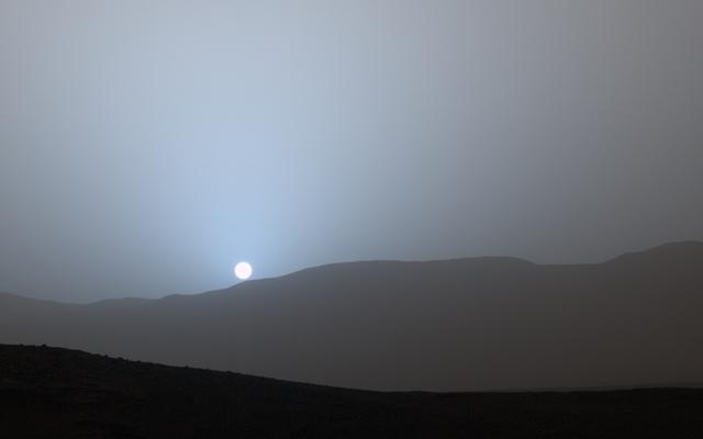 Apusul pe Marte, o priveliște de care se poate bucura în prezent doar un robot (NASA)