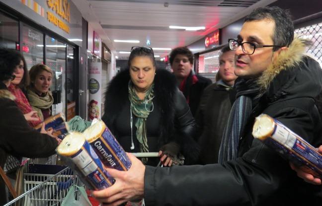 Inițiativa lui Arash Derambarsh a fost transformată imediat în lege de parlamentarii francezi (20minutes.fr)