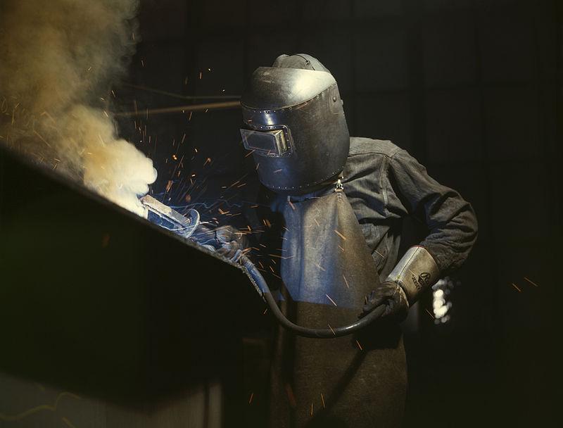 Locuri de muncă în construcții pentru români în străinătate. Foto: Alfred T. Palmer via Wikimedia Commons