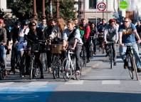 Bucureștenii pot închiria biciclete într-un sistem automatizat. Foto: Wikimedia Commons