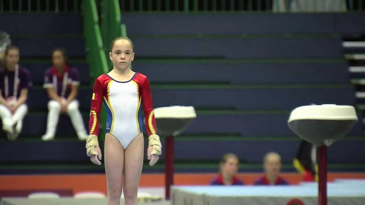 Doar micuța Silvia Zarzu are șanse la o medalie, în finala de la sărituri (youtube.com)