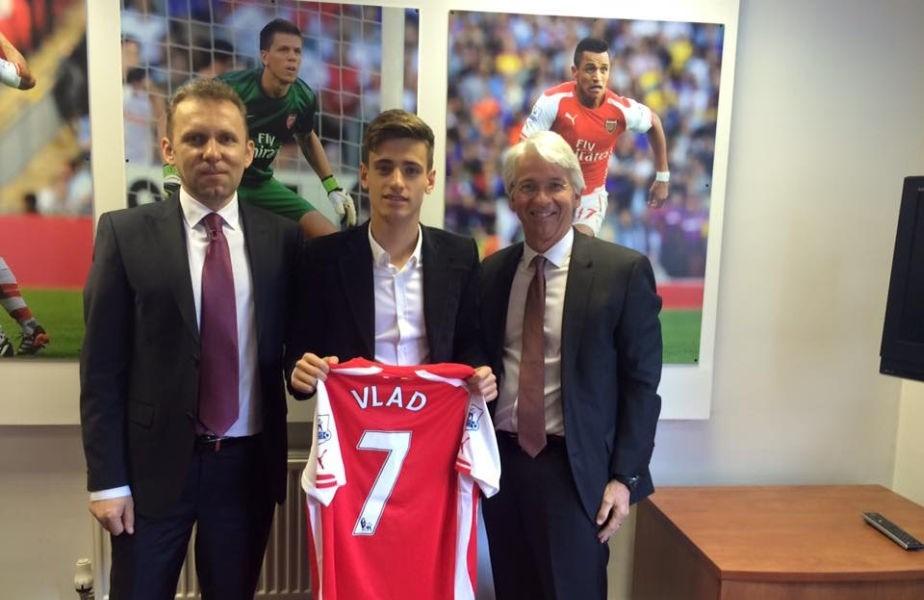 Vlad Dragomir este primul român care evoluează pentru Arsenal Londra (arsenal.com)