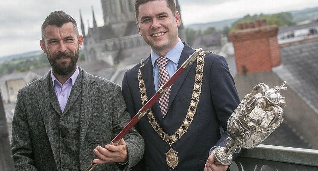 Andrew McGuinnes (dreapta), alături de organizatorul Festivalului Celtic FOTO: Bogdan Rusu/via adevarul.ro
