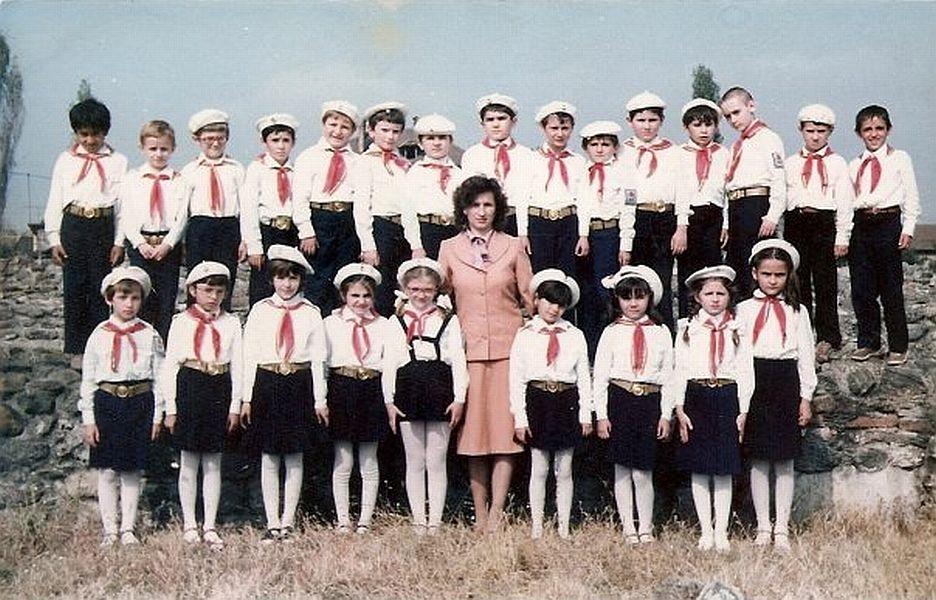 Și în vremea comunismului cei care nu veneau în uniformă nu erau primiți la cursuri FOTO: Wimkimedia Creative Commons/Asociația Pionierilor