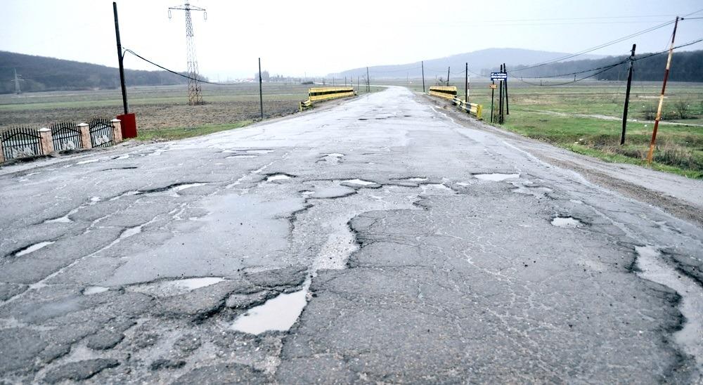 Drumul dintre Cerțești și Ghidigeni a fost reparat de săteni (Gazeta de Botoșani)