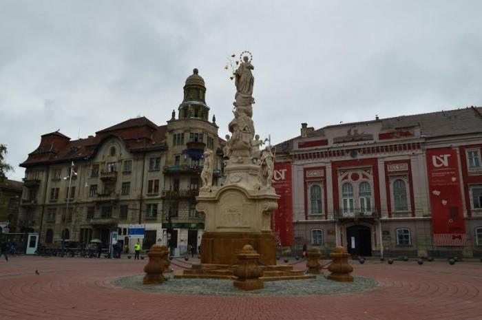 Statuia din Piața Libertății (pressalert.ro)
