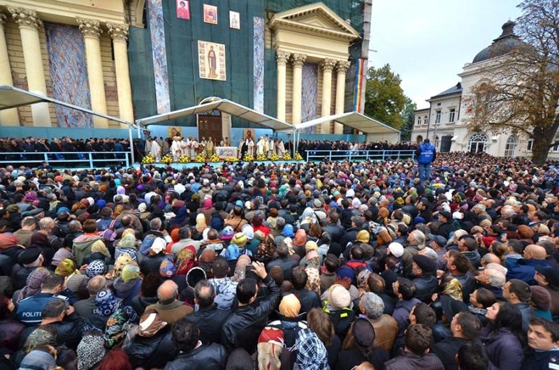 Sfânta Parascheva. Sute de mii de credincioși merg an de an la Iași (jurnalspiritual.eu)