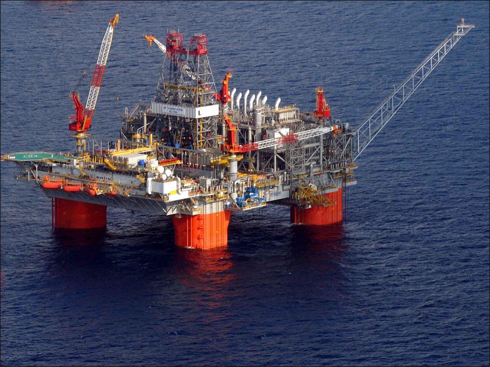 Platformă petrolieră (Wikimedia Commons)