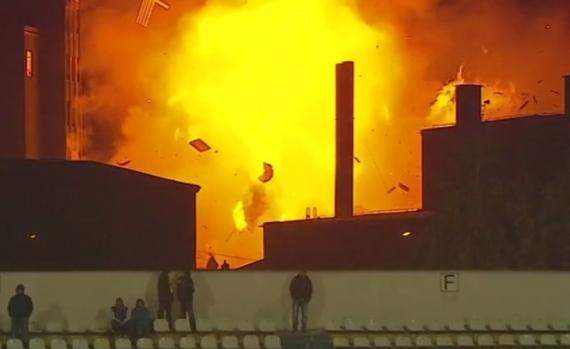 Mai mulți pereți ai fabricii din Brașov au fost spulberați de puternica explozie (captură Digisport)