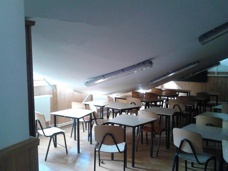Tavanul prăbușit al școlii din Arsura, județul Vaslui (digi24.ro)