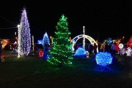 Parcul, iluminat festiv de Sărbători. Foto: Primăria Peștera
