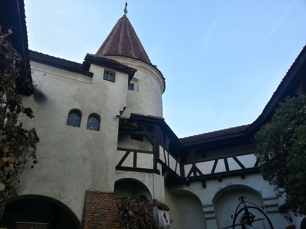 Castelul Bran, imagine din curtea interioară FOTO: Ionuț Fantaziu/GreatNews