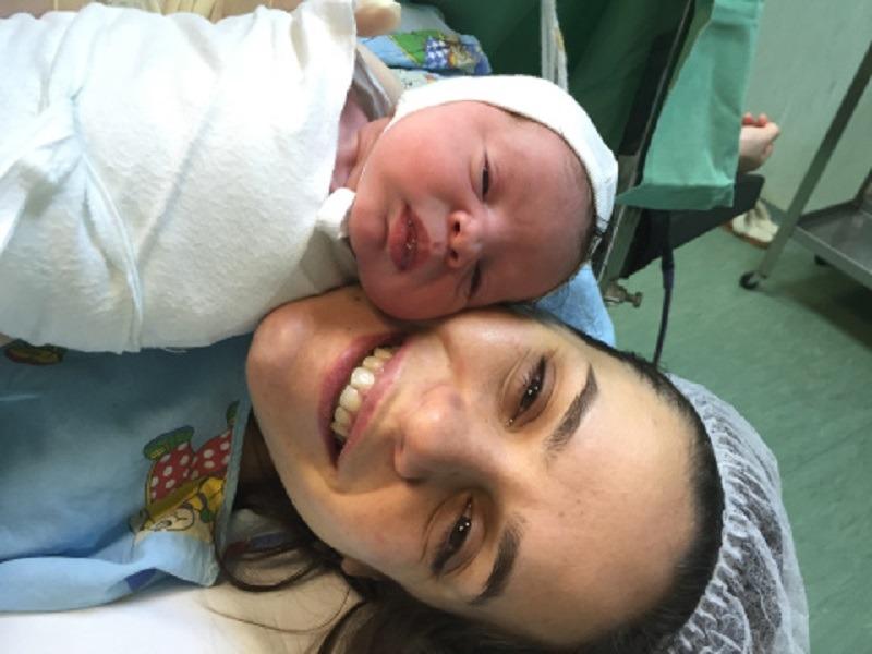 Nicoleta Cîrjan și fetița ei Iris Anna (Foto: spiralacolorata.ro)