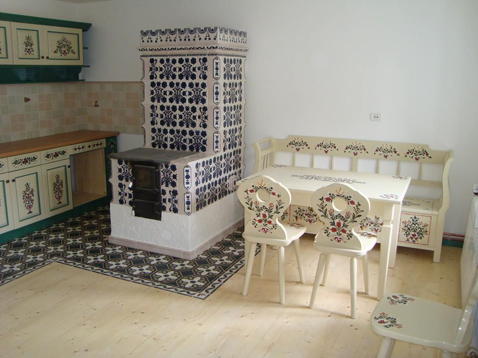 mobilă pictată
