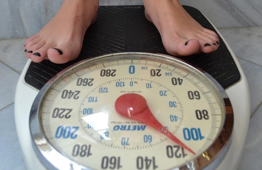 femeie talie dietă slabă