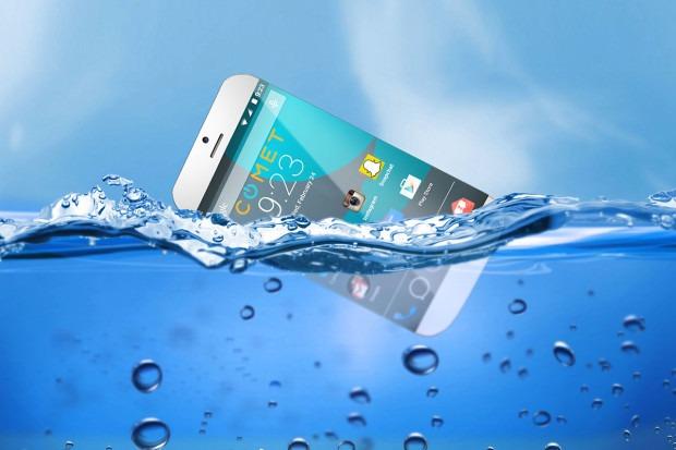 telefon cazut in apa trucuri