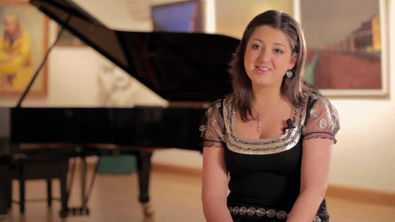 Alexandra Dariescu are 30 de ani, dar este deja considerată o mare pianistă (Youtube.com)