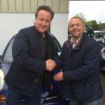 David Cameron și Iain Harris Witney la centrul Used Car Centre/Facebook