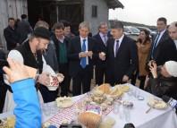 Primarul din Ciugud, alături de Dacian Cioloș FOTO: Facebook