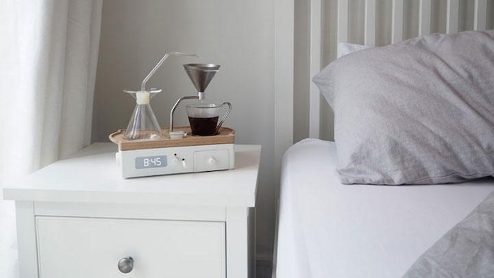Ceasul deșteptător care îți face cafeaua de dimineață (Kickstarter)