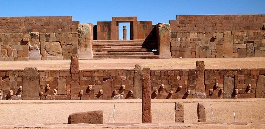 Ruinele de la Tiahuanaco, loc antic și scaru pentru boliveni (Wikimedia Commons)