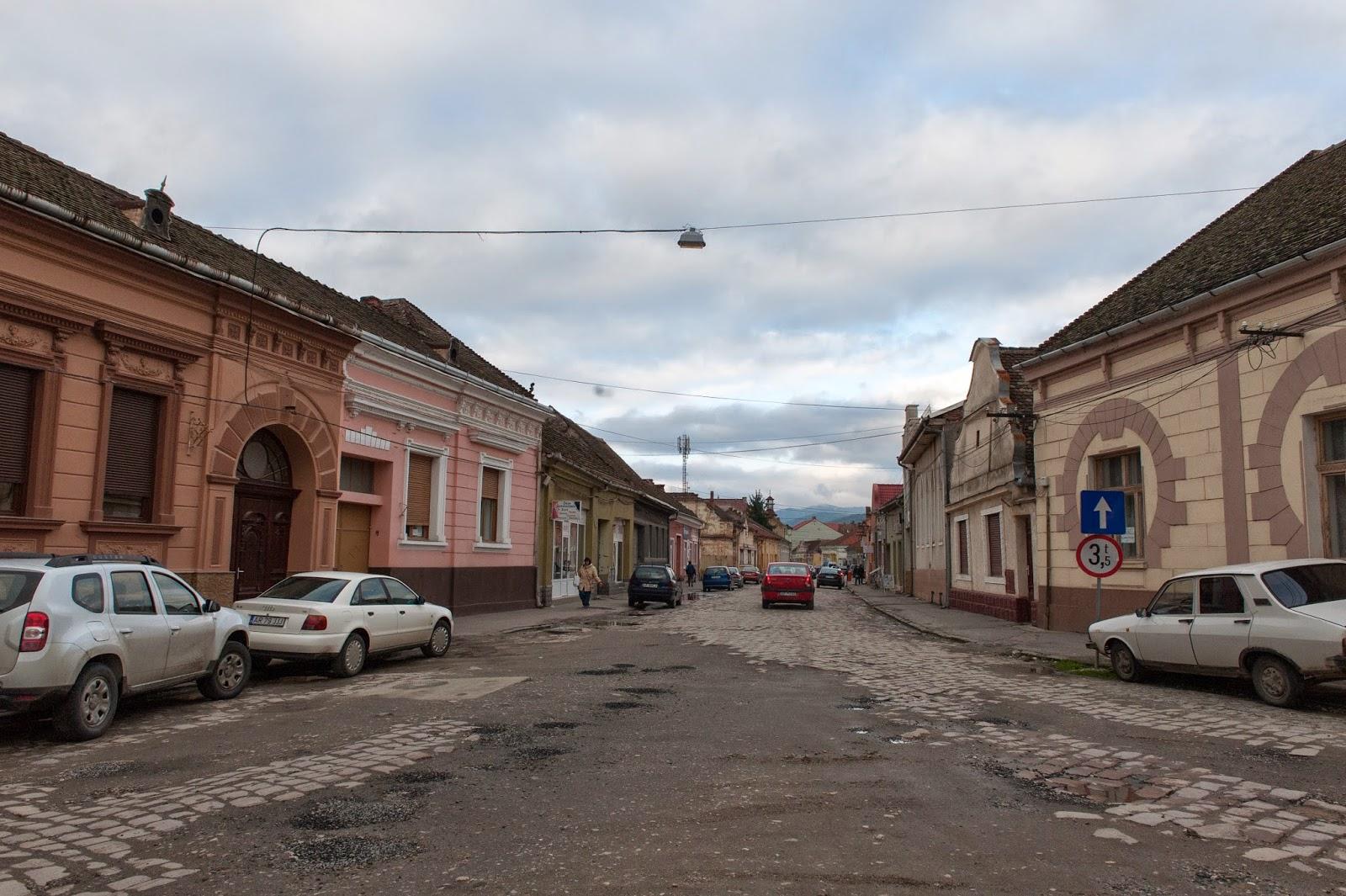 Multe dintre locuințele din România sunt goale (Google Maps)
