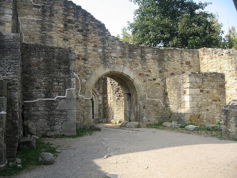 Cetatea de Scaun a Sucevei – hol și poartă de acces. FOTO: Cezar Suceveanu/Wikimedia Commons