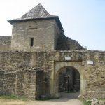 Cetatea de Scaun a Sucevei – poartă de intrare.