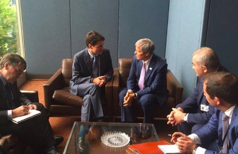 Justin Trudeau și Dacian Cioloș au discutat problema vizelor la New York (Facebook)