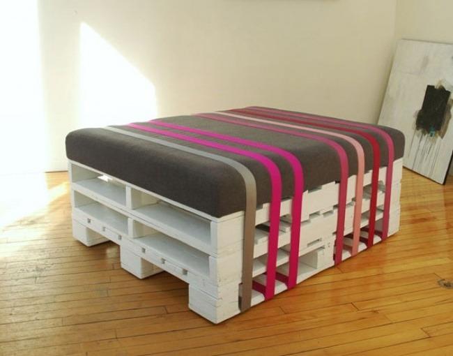 mobilă din paleți