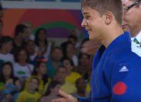 Alex Bologa (20 de ani) a fost ridicat în brațe de învinsul său în meciul pentru medalia de bronz la Jocurile Paralimpice (Youtube - Paralympic Games)