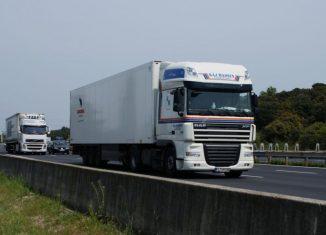 Șoferii români trăiesc în condiții grele în timpul călătoriilor prin Europa