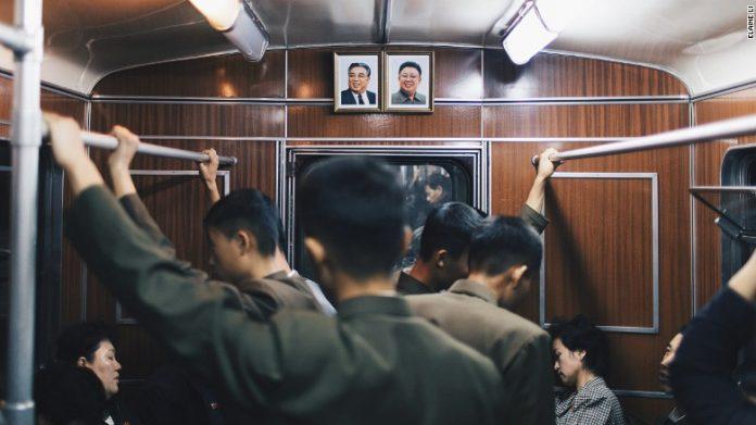Metroul din Coreea de Nord este printre cele mai adânci din lume (Foto: Elaine Li / Instagram)