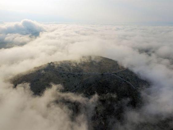 Așa arată dealul pe care era așezat vechiul oraș (Foto: SIA/EFAK/YPPOA)