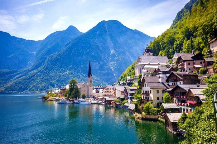 Hallstatt, un splendid sat din Austria (Wikimedia Commons)
