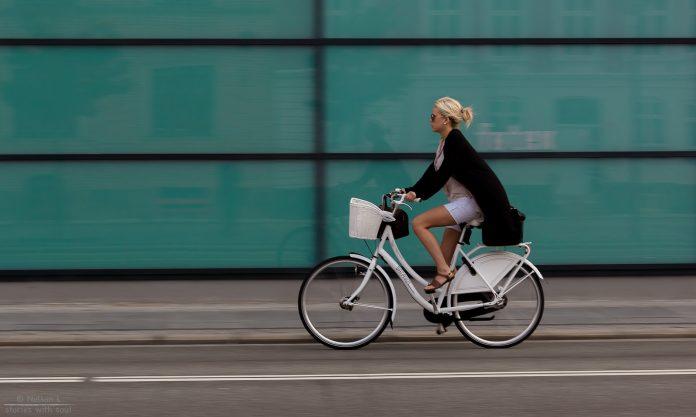 Mersul pe bicicletă oferă o mulțime de beneficii fizice și psihice (Foto: Flickr / Nelson L.)