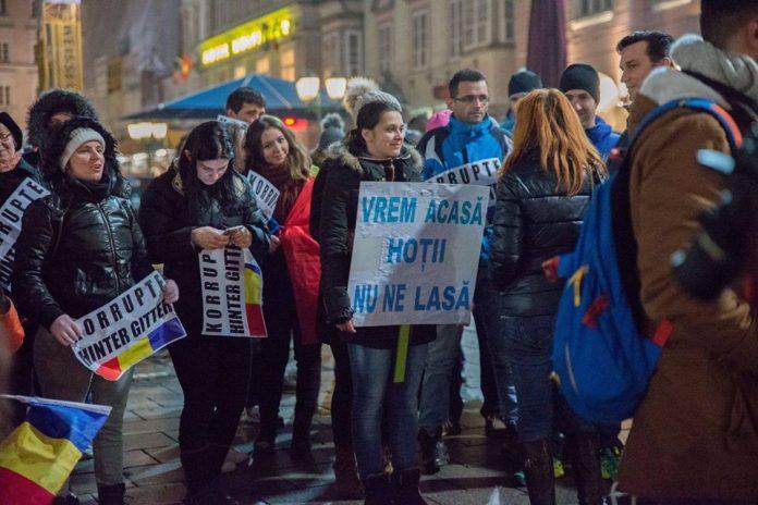 Protestatari români în Linz, Austria (Foto: Alina Pop)
