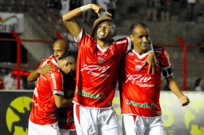 Rivaldinho, alături de mult mai faimosul său tată, într-un meci jucat în ligile inferioare din Brazilia (Facebook)