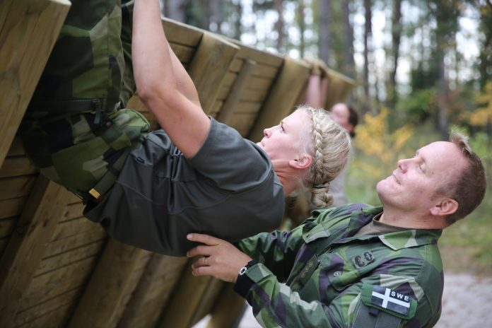 Armata suedeză va recruta câteva mii de persoane născute în anul 1999 pentru forțele armate (Foto: 7th Army Training Commandment / Flickr)